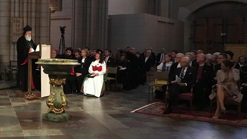 Patriarken Ignatius Aphrem II, överhuvud för den syrisk-ortodoxa kyrkan, talar i domkyrkan i Uppsala.