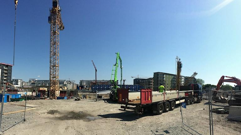 Det byggs bostäder i stadsdelen Industristaden. Foto: Martin Hult / Sveriges Radio