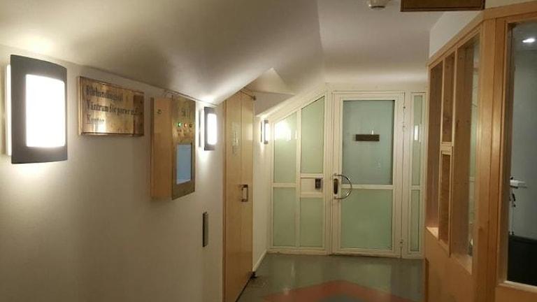 Häktningsförhandlingen hålls bakom stängda dörrar, där en man i 30-års åldern är misstänkt för förberedelse av terrorbrott.