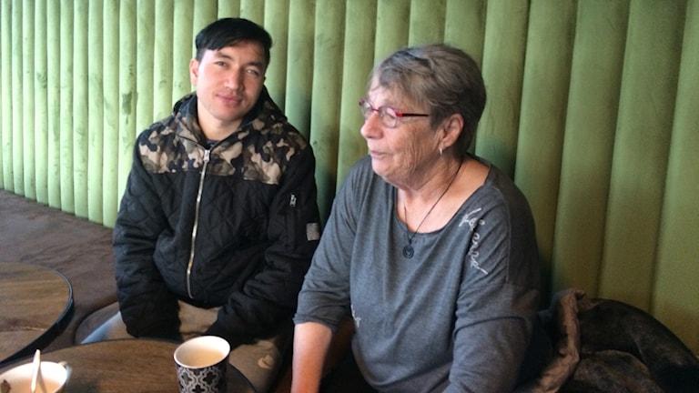 Sarwar och Annika Övernäs i föreningen 18 plus