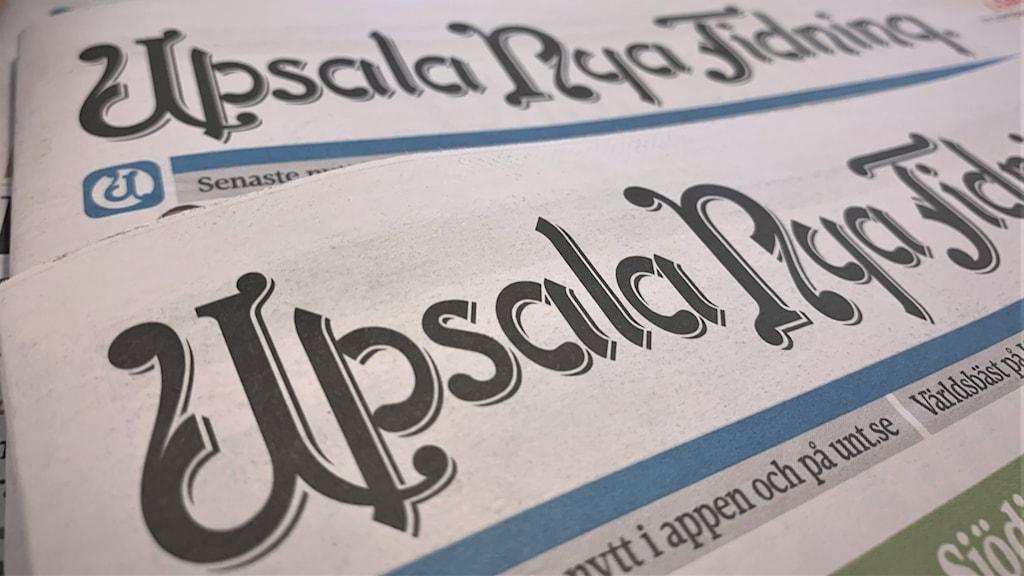 Tidningen UNT i flera exemplar.