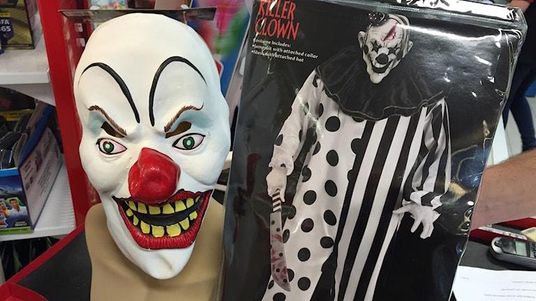 De läskiga clownmaskerna tas ner från hyllorna. Foto: Niklas Clarksson