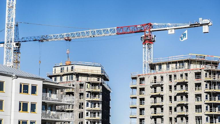 Lägenhetsbyggnader byggs.