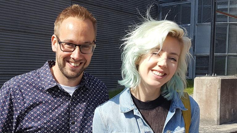 Reporter Mattias Persson och Veronica Maggio. Foto: Sveriges Radio