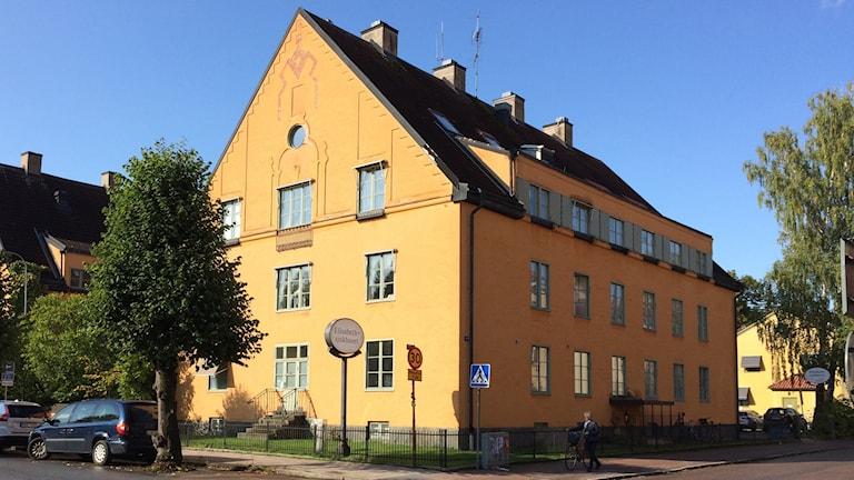 Operationerna ägde rum på Elisabethsjukhuseti Uppsala.