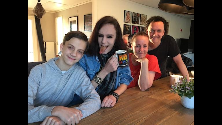 Familjen Astinder i Knivsta älskar Kiss.