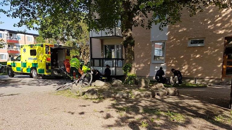 Mannen sköts av polis på en innergård i Gränby.