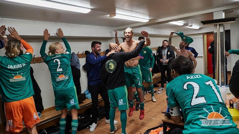 Dalkurds Rawez Lawan grattas av Alexander Ray De John när han anländer till omklädningsrummet efter matchen i Allsvenskan mellan Trelleborgs FF - Dalkurd på Vångavallen.
