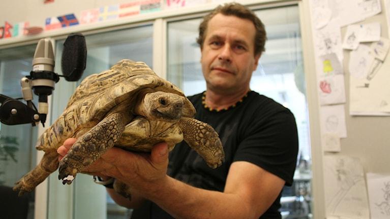 Magnus Forsberg och 29-åringen Eilert, som är en leopardsköldpadda.