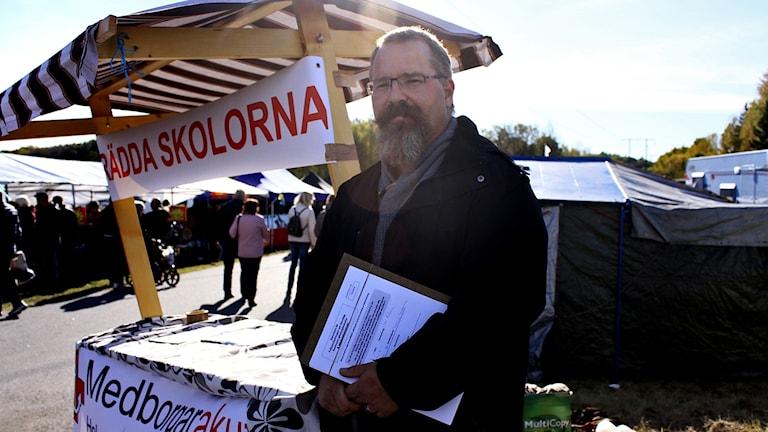 Daniel Toresson samlar namnunderskrifter