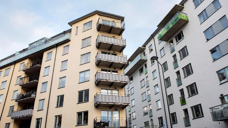 Två lägenhetshus.