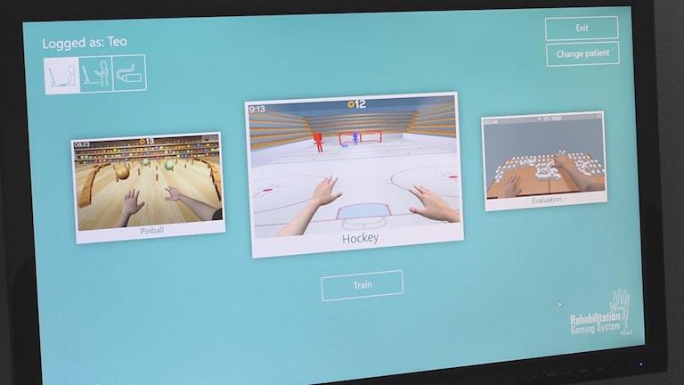 En datorskärm som visar olika träningsprogram. Ett där man ska putta in en puck i ett hockeymål.