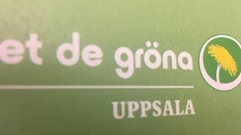 Alliansen i både regionen och Uppsala kommun söker stöd hos Miljöpartiet.