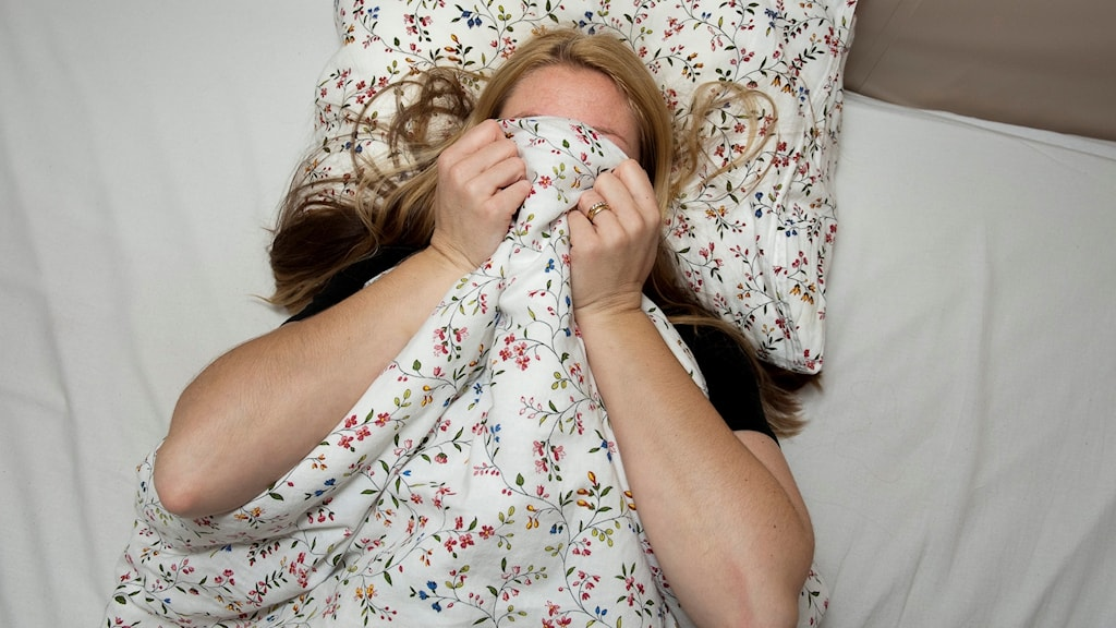 sdlsy87cd39 kvinna i säng olust