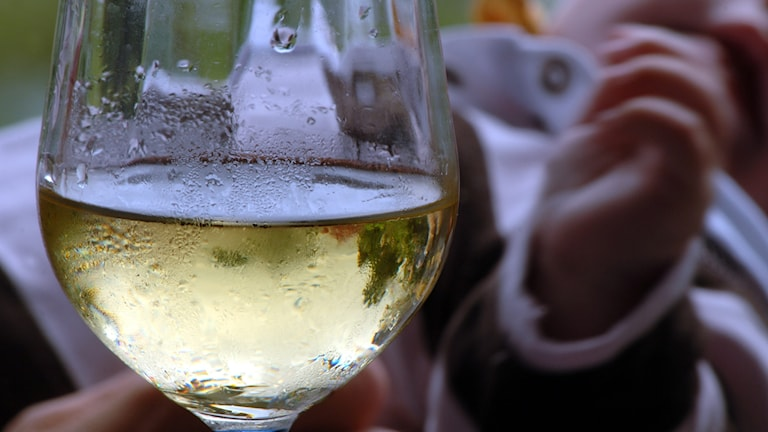 Fyra av tio vuxna avstår från alkohol efter att de blivit föräldrar