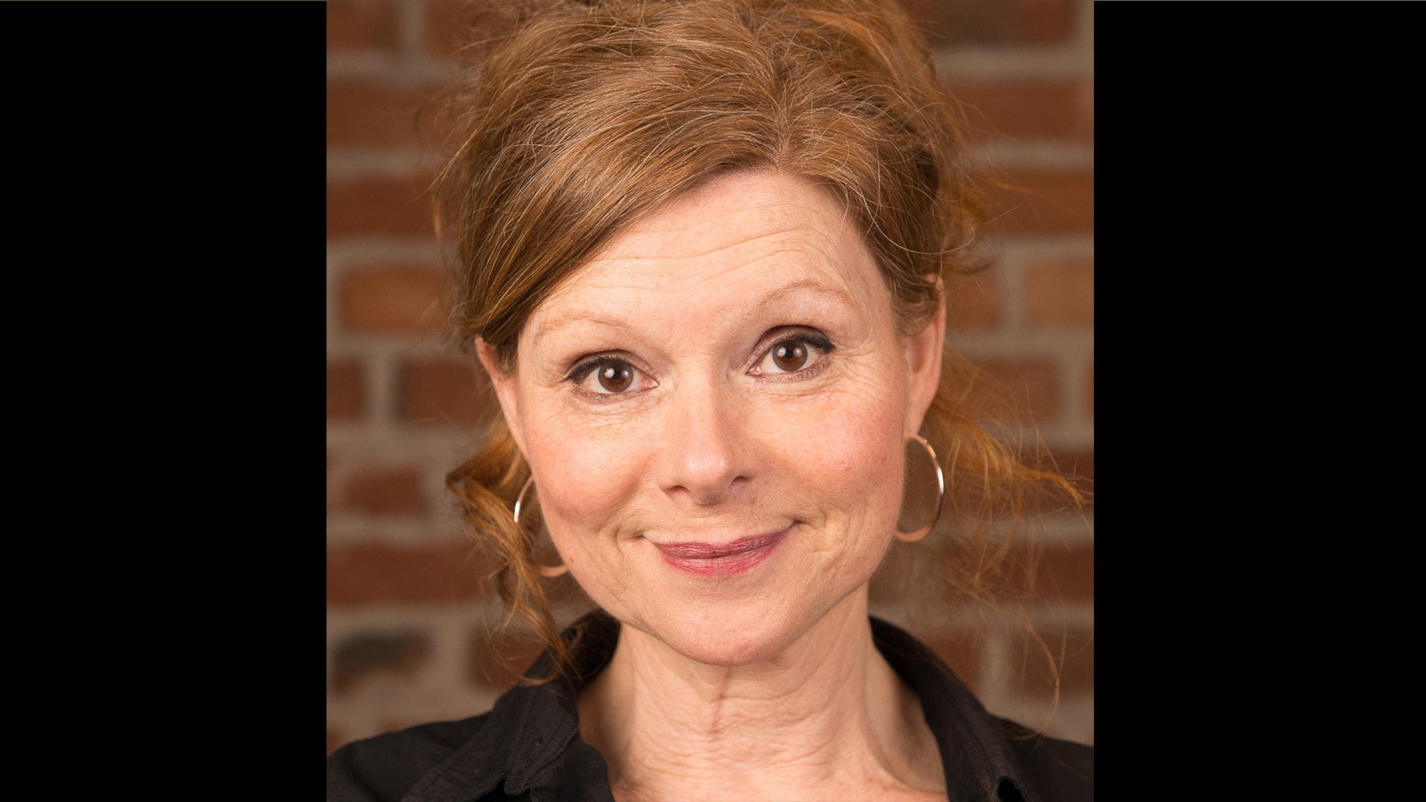Porträtt av skådespelaren Kajsa Reike.