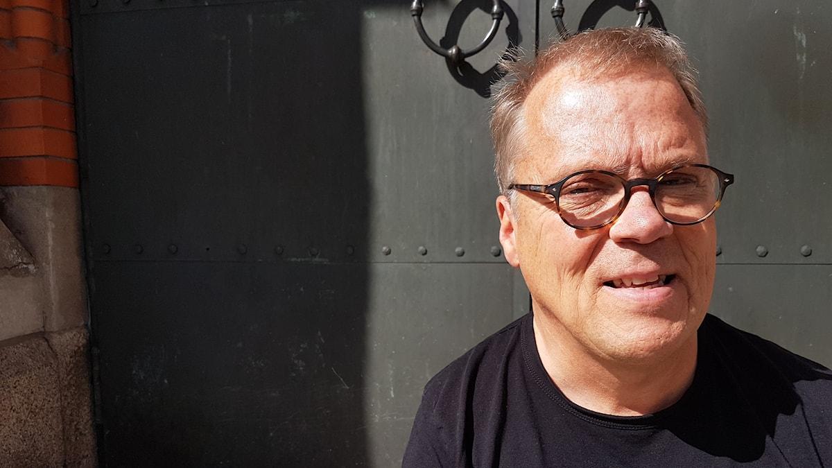 Peter Sundström vid Luleå domkyrka.
