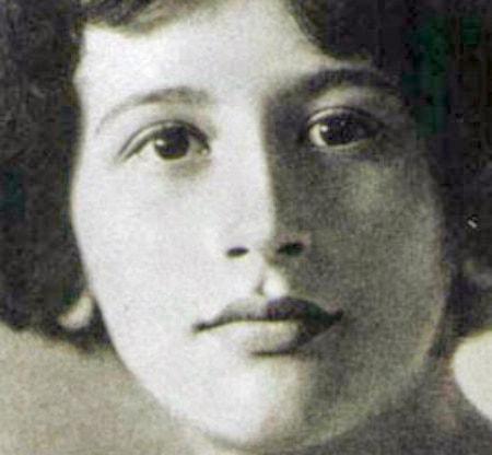 Filosofiska rummet.  Simone Weil och partiernas avskaffande Simone Weil 1921. Sveriges Radio P1.