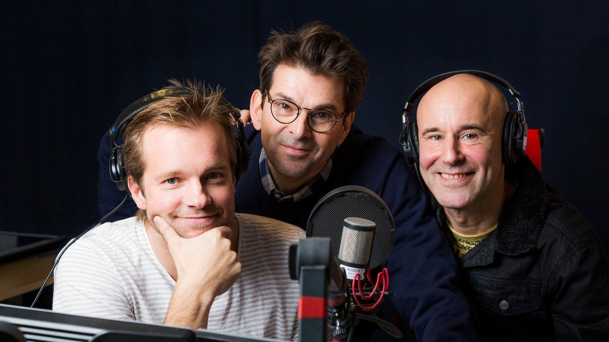 Men Herre gud! Henrik Johnsson och Mark Levengood. Niklas Strömstedt, gäst. Sveriges Radio podd. foto: Mattias Ahlm/Sveriges Radio