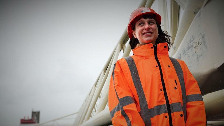 Vetenskapsradion Klotet – Låt vattnet komma! Emma van den Bosch, kommunikationsansvarig vid Het Keringhuis - huset vid barriären som ska skydda mot stormar.  Foto: Peter Alestig