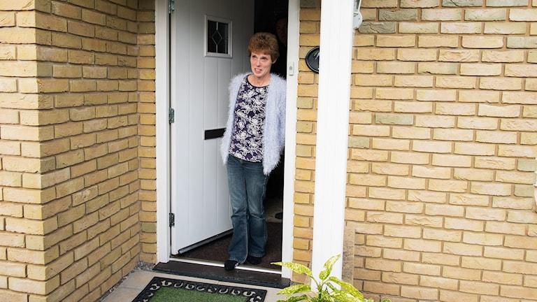 Carolyn Davies tvingas skramlat till bröstcancermedicinen Cadcyla som är för dyr anser vården i Wales. Foto: Mattias Ahlm / Sveriges Radio