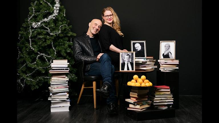 Min bokhylla julspecial. Jenny Lindh och Mark Levengood. Gäster: Krister Henriksson, Magnus Betnér och Malena Ernman. P4 Sveriges Radio. foto: Mattias Ahlm/Sveriges Radio