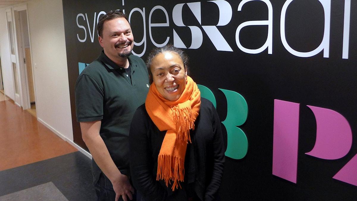 Roger Wilson och Fransesca Quartey, chef för Västerbottensteatern i Skellefteå. Foto: Björn Nitzler/Sveriges Radio.