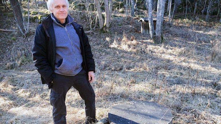 Vetenskapsradion Klotet - Färskvattenbrist i Sverige? Bo Olofsson, professor i miljögeologi vid KTH vid Sveriges hittills enda grundvattendamm.  P1 Sveriges Radio.