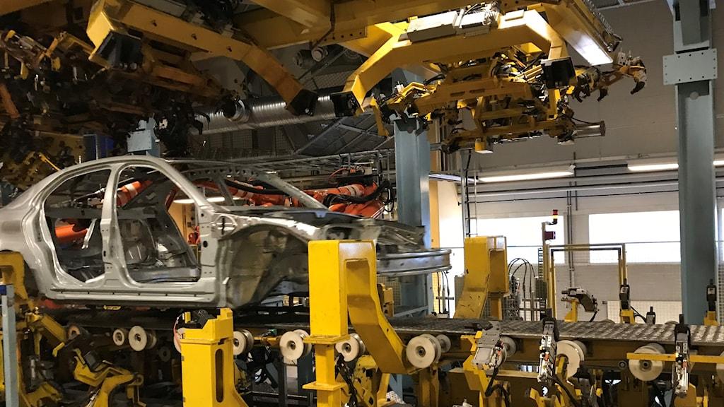 En kaross byggs på fabriken i Trollhättan Nevs
