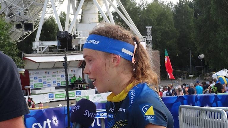 Orientering Tove Alexandersson världsmästare intervjuas av SVT. Foto: Bengt Israelsson/Sveriges Radio