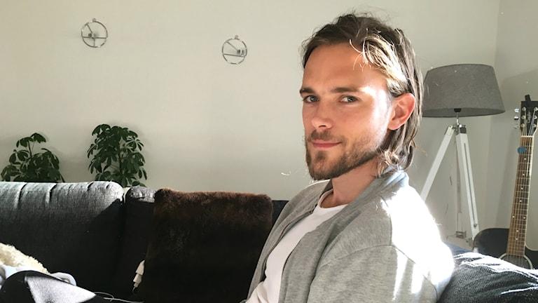 Tom Pettersson i lägenheten hemma i Östersund.