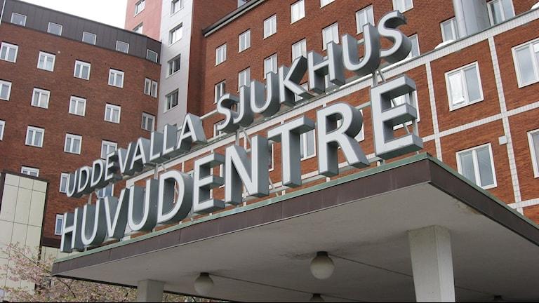 Huvudentrén till Uddevalla sjukhus. Foto: Peter Olsson/SR Väst