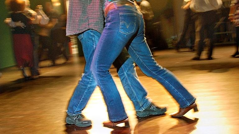 Underkropparna hos ett par som dansar pardans. Foto: Dan Hansson / SvD / TT