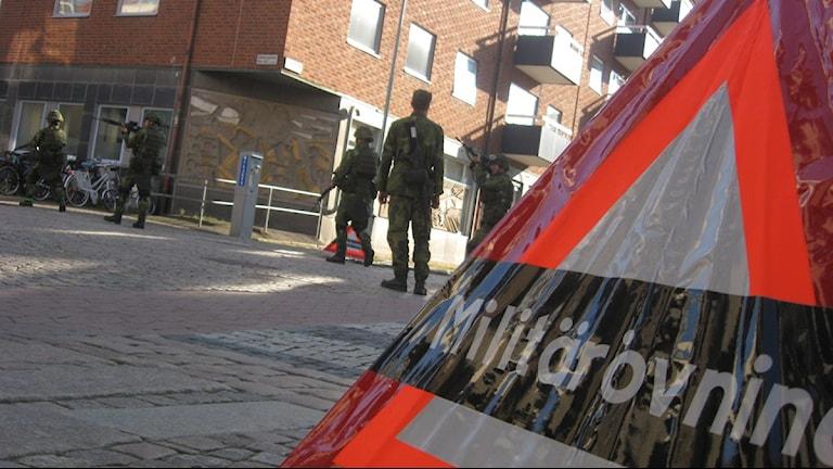 Militären övar i centrala Uddevalla.