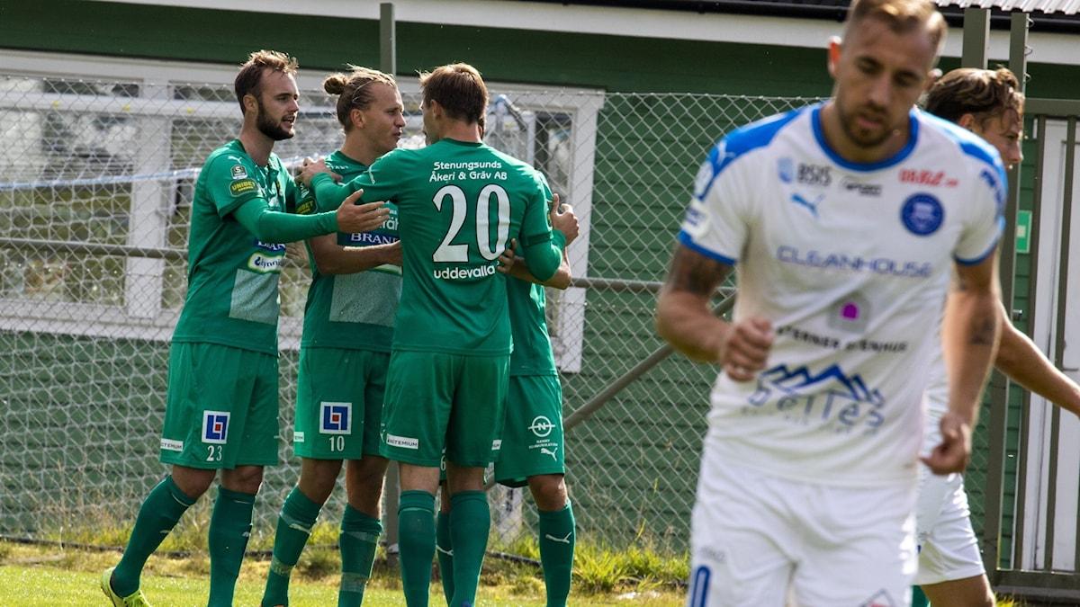 Niklas Olsson, Jesper Westermark, Linus Dahl firar mål för Ljungskile
