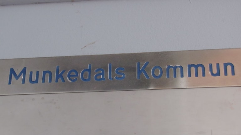 Skylt med Munkedals kommun. Foto: Marie Hedlund/SR Väst.