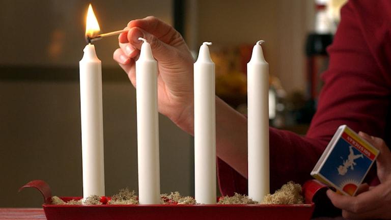 Tända ljus, levande ljus. Första advent. Foto: Fredrik Sandberg/Scanpix