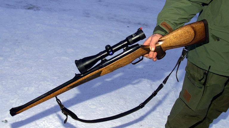 Jägare med gevär. Foto: Lise Åserud/Scanpix