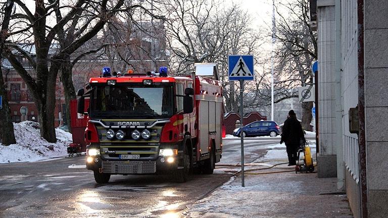 En brandbil utanför Scandic Swania Trollhättan. Foto: Cecilia Bäcklund/SR Väst