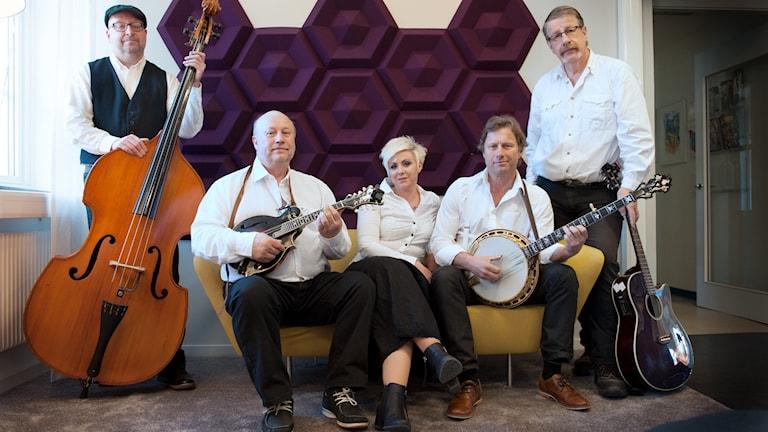 Anna and The Moonshiners: Mikael Fransson, Bosse Engblom, Anna Eriksson, Sören Starander, Stig Karlsson. Foto: Julia Forsberg/Sveriges Radio