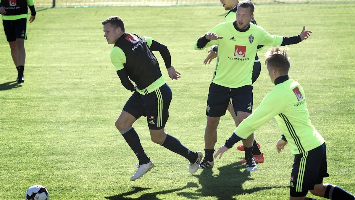 Jakob Johansson under tisdagens träning i Marbella inför VM-kvalet mot Frankrike. Foto: Janerik Henriksson/TT