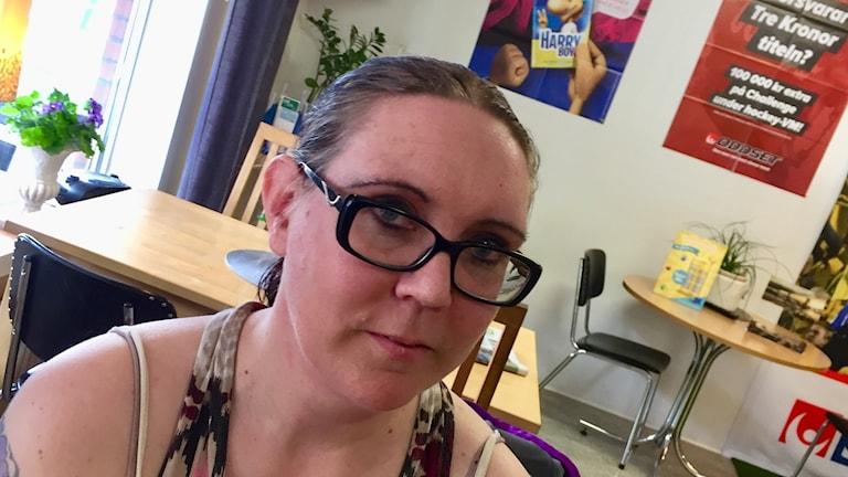 Anne-Kristine har drabbats av ryggproblem och behöver mycket av vården.