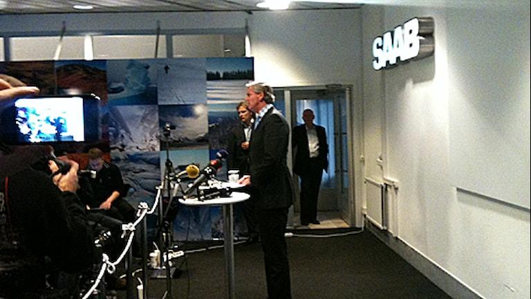 Victor Muller håller presskonoferens på Saab. Foto: Victor Jensen/P4 Väst.