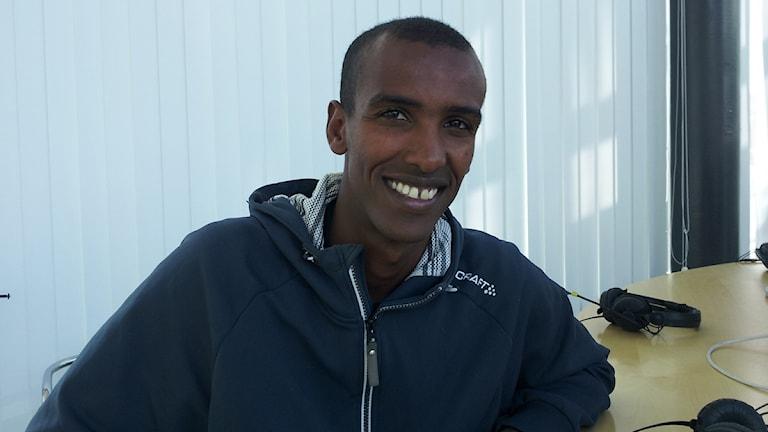 Mustafa Mohamed på besök hos P4 Väst. Foto: Marcus Gorne.