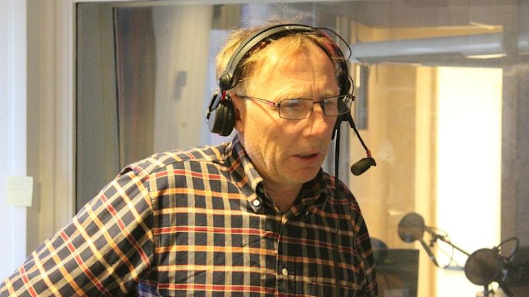 Jan Uddén var på plats i studion och svarade på lyssnarnas frågor om djur. Foto: Patrik Enlund