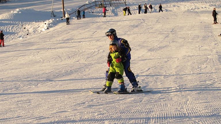 Vacker vinterdag i slalombacken