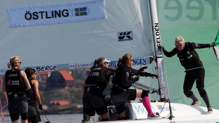 Anna Östling med besättning under seglingstävlingen Lysekil Women's Match.