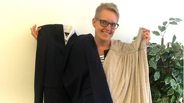 Kvinna med studentkläder