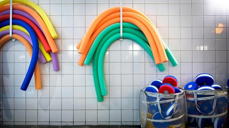 Vattengympasaker i simhall. Bild: Karin Grip/Scanpix