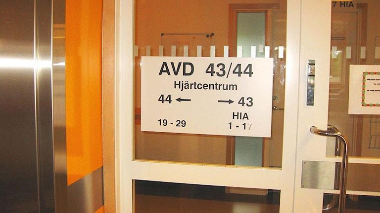 En dörr på avdelning 43/44 på Näl. Foto: Marie Mattsson/Sveriges Radio.